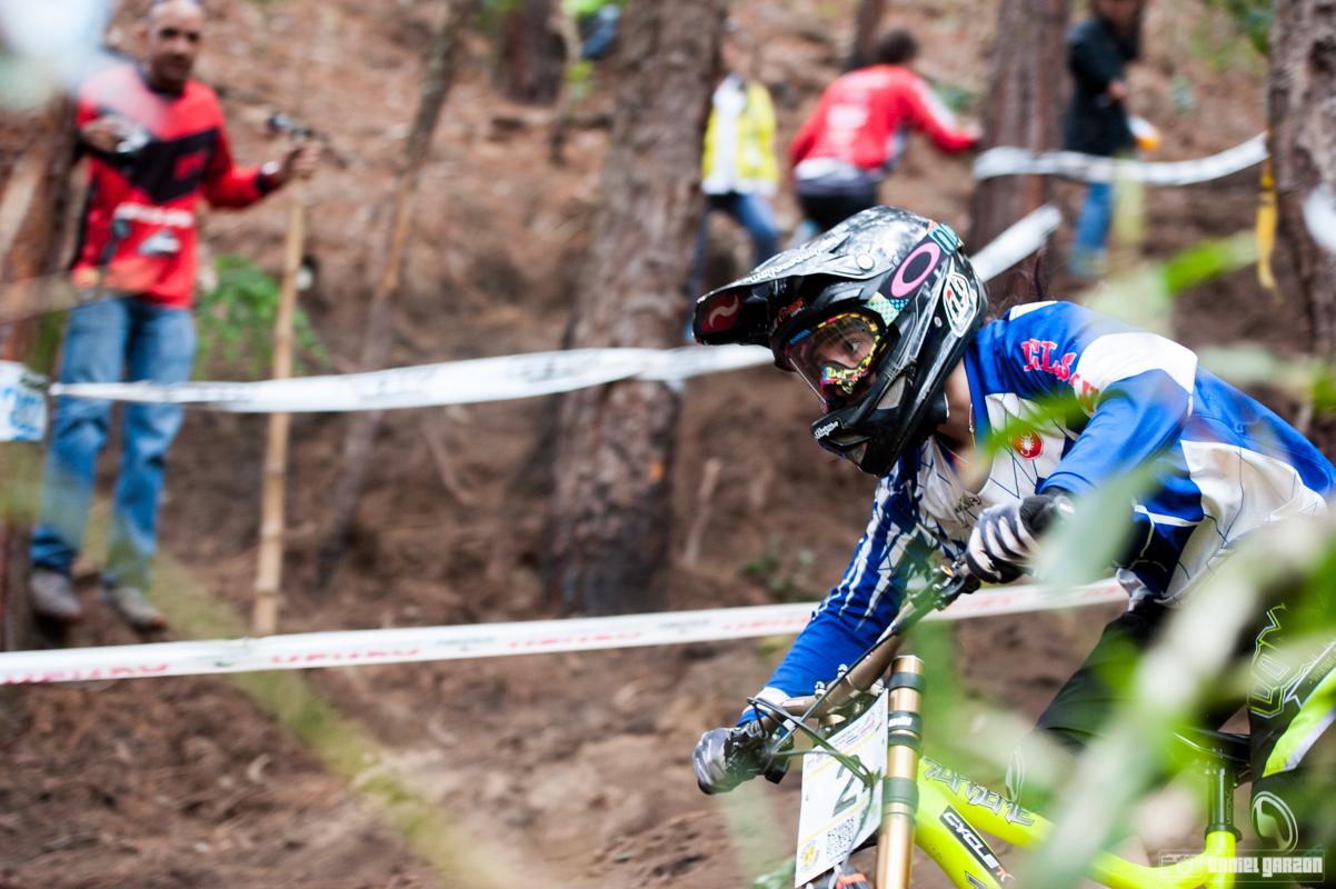 La corredora de El Salvador a pesar de sufrir un fuerte golpe en su seeding, ligó montarse en lo mas alto del podio