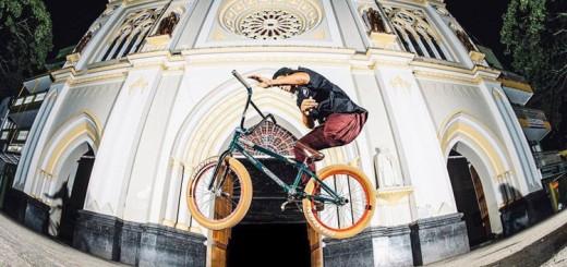 julian-molina-one-leg-bmx-rider-barspin-750px